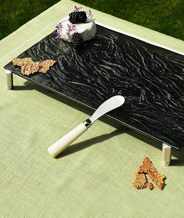 Блюдо прямоугольное на ножках, черное стекло Bark (Прокат)